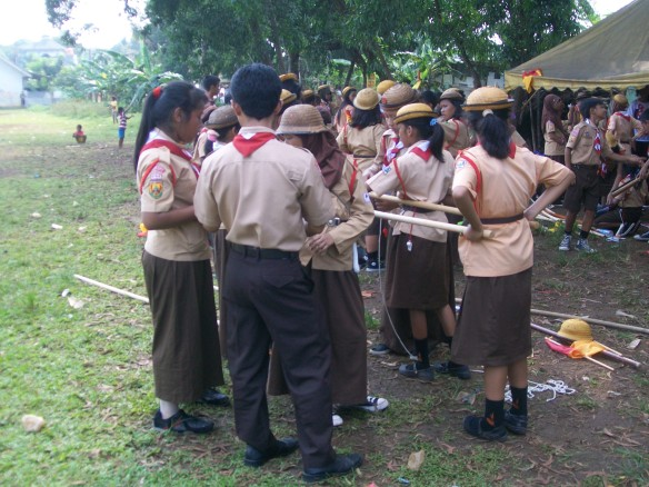 "Pembuatan Tandu Pada Kegiatan Perkemahan Jum""at-Sabtu Tahun 2013"